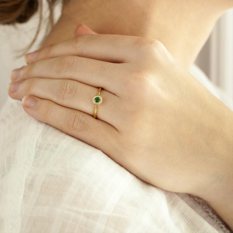 872e91466a85 Diamond Lady  Anillo de compromiso oro amarillo 18K y esmeralda Alavera   Anillo de compromiso oro amarillo 18K y esmeralda Alavera ...