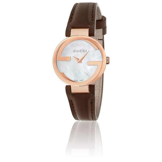 c06a9a4ebd En Stock Reloj Gucci Interlocking Esfera Nácar 29 mm Cuero YA133516