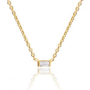 Collar con diamante baguette de 0,05 quilates y oro amarillo de 18 quilates.